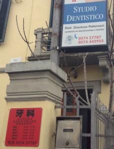 Italienischer Zahnarzt mit Extra Sprechzeiten auf chinesisch